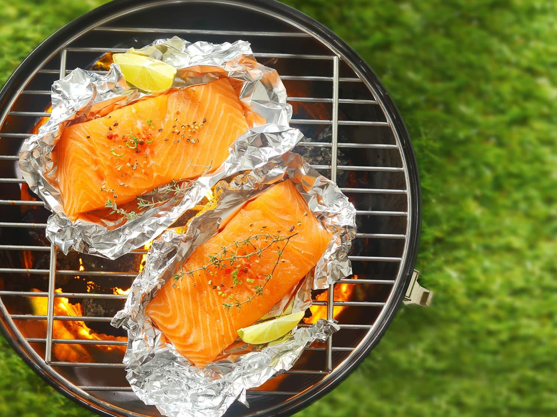 燻製サーモンのステーキの盛り付け写真
